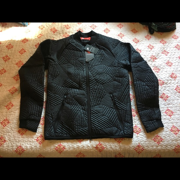 ec2807385cc0 Nike Sportswear Men s Syn Fill Bomber Quilt Jacket